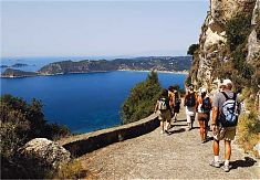 Tageswanderung ueber der Bucht Agios Georgios